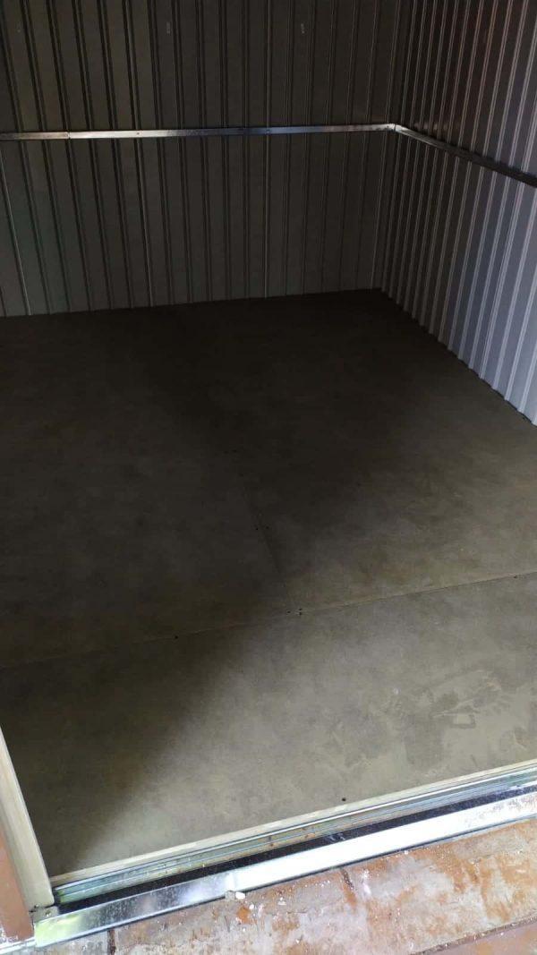 רצפה פנימית למחסן גינה